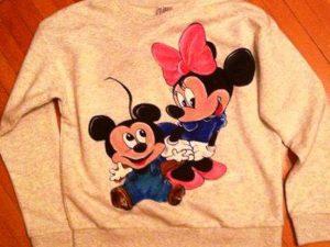 Tricouri pictate manual familia Mickey
