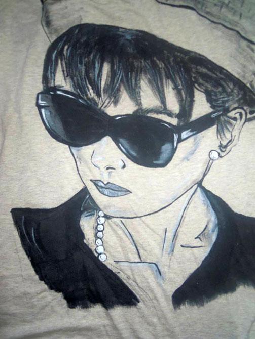 Tricouri personalizate pentru adulti Feminitatea