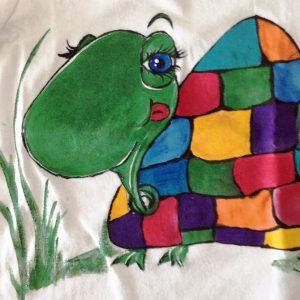 Tricou pictat pentru copii - Testoasa in culori