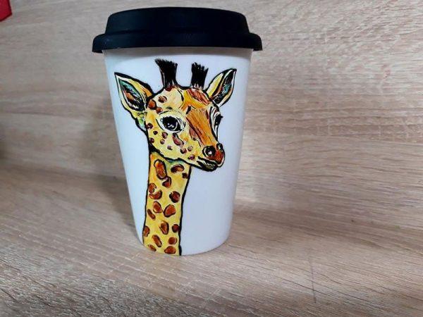 cana-de-cafea-pictata-manual-din-ceramica-girafa
