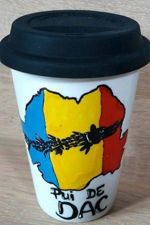 Cana de cafea pictata manual, din ceramica – Pui de DAC